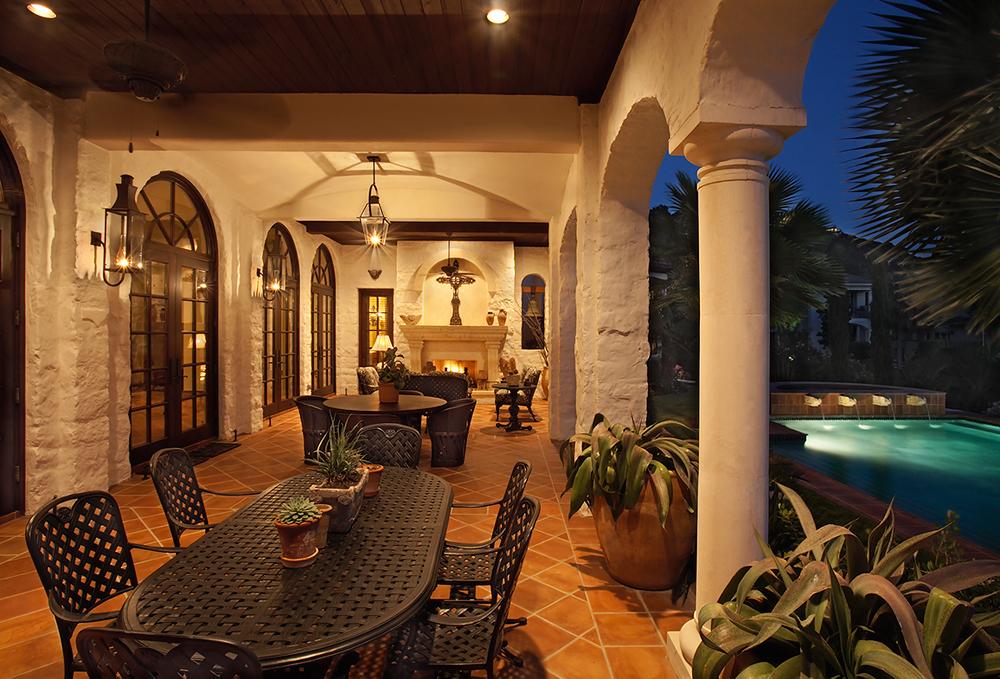09 4400 ISLAND COVE night patio2