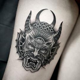 • Demon behind the thigh for Patri. #goo