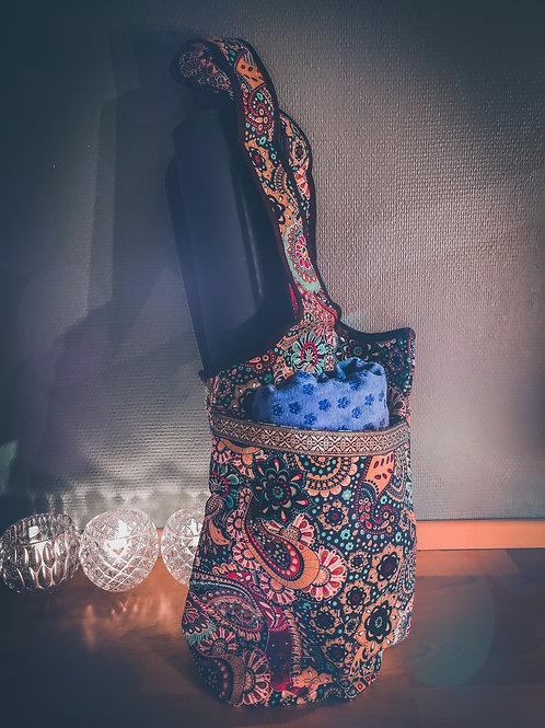 Iloisen mielen joogalaukku joogamatolle ja muille tavaroille taskuilla
