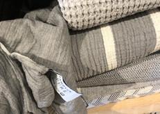 couvertures coton, jeté lin, linge de maison gris