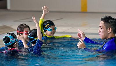 Kids learn to swim class