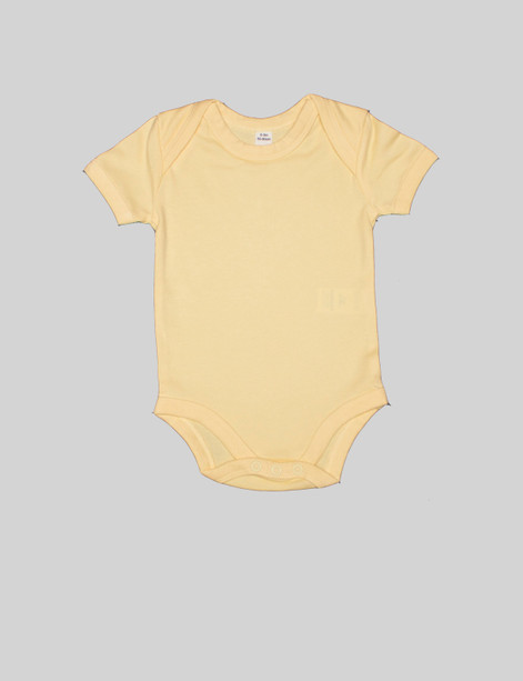 Color short-sleeve body The yellow short-sleeve body is a staple for any baby wardrobe. Can be pairedwith anything in theBjörkBox for an outfit. The envelope neckline will give a comfortablefit over the shoulders.