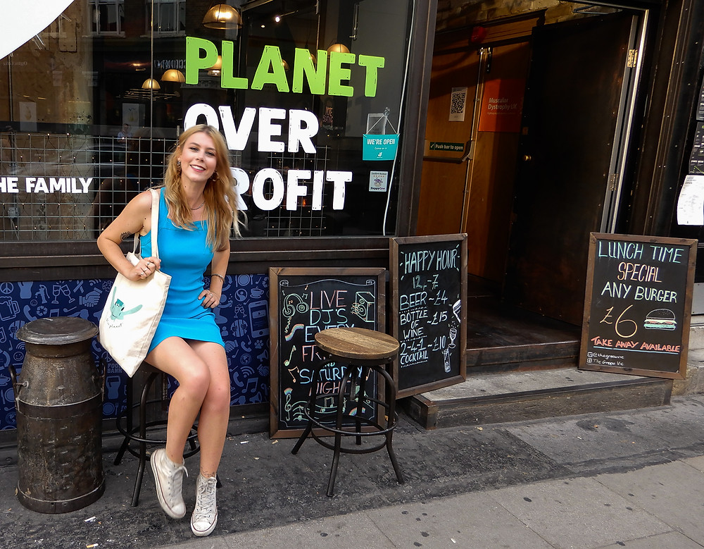 Me outside The Green Vic | The Green Vic | The World's Most Ethical Pun | The Green Vic Review | Vegan Restaurant Review | The Dopey Vegan