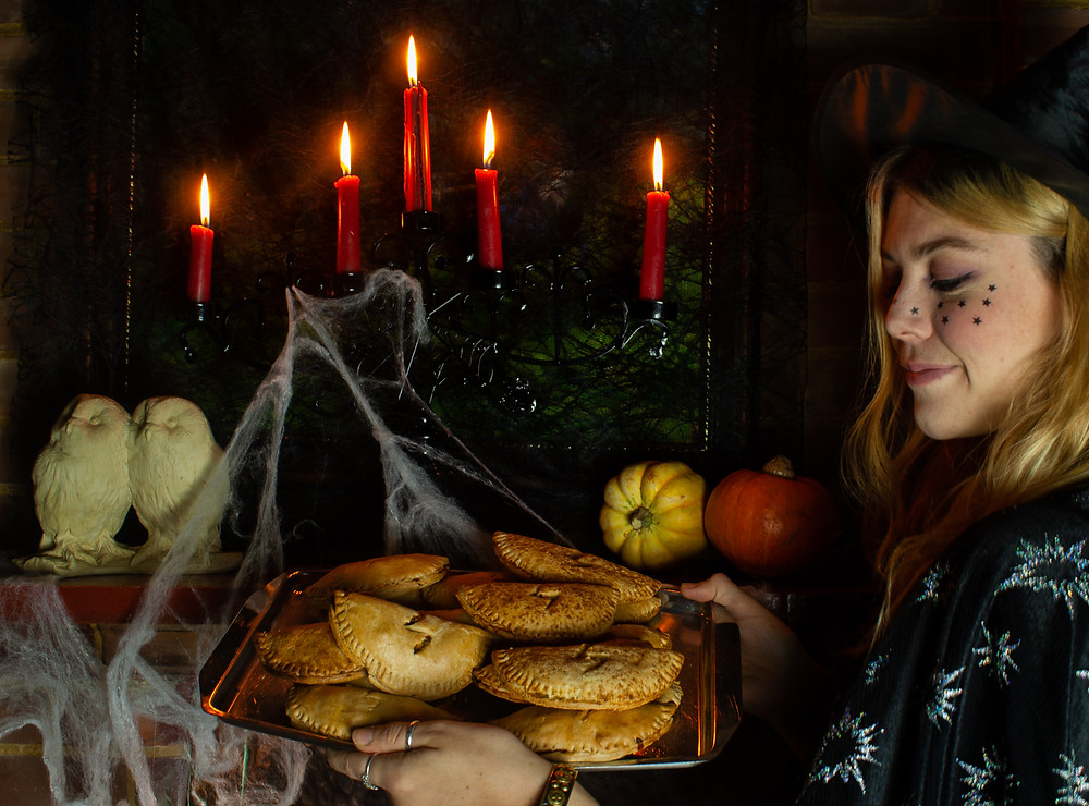 This witch and a tray of delicious pumpkin pasties at Hogwarts | Pumpkin Pasty | Vegan and gluten free recipe | The Dopey Vegan