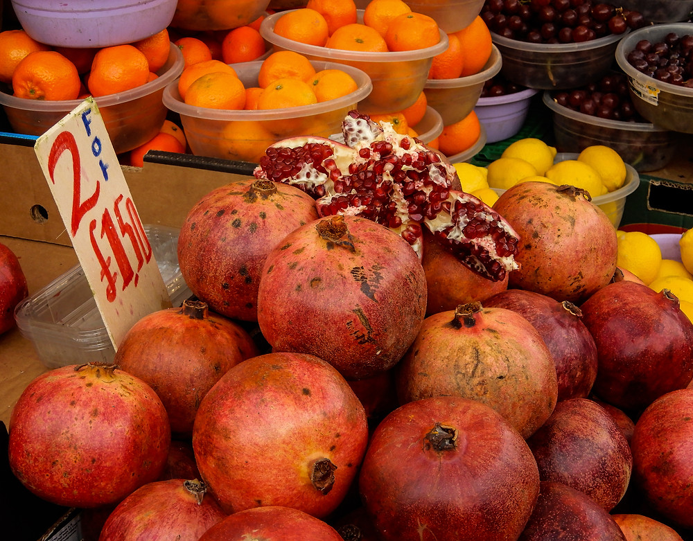 Pretty Pomegranates | Shopping sustainably and vegan on a budget at Ridley Road Market | Vegan on a Budget 101 | Vegan guide to eating on a budget/cheaply | The Doepy Vegan