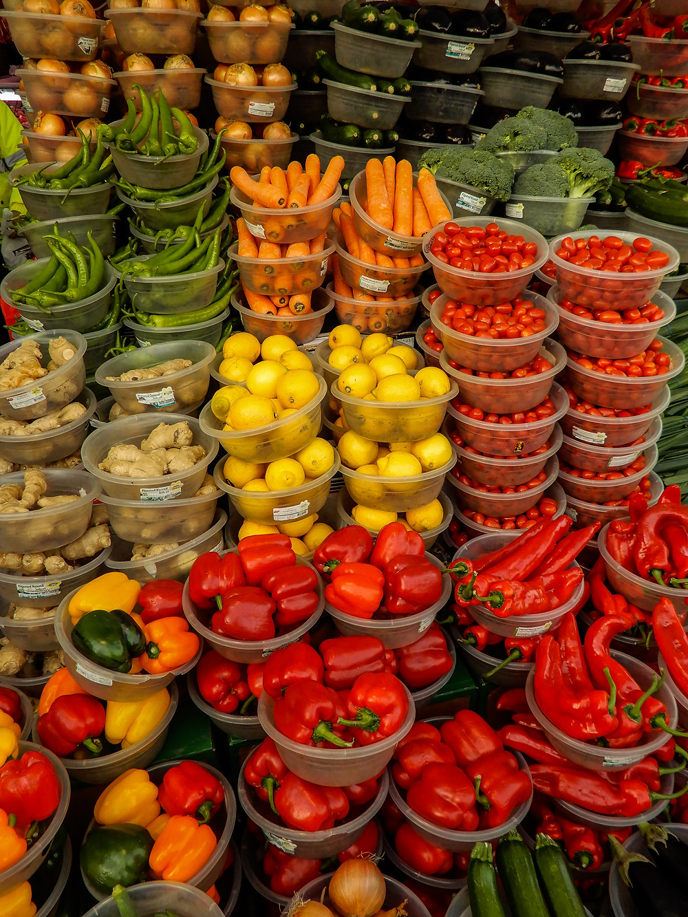 Piles of vegetables | Shopping sustainably and vegan on a budget at Ridley Road Market | Vegan on a Budget 101 | Vegan guide to eating on a budget/cheaply | The Doepy Vegan