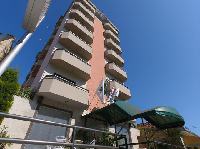 hotel-montana-frenteday