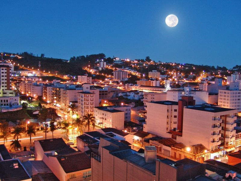 hotel-montana-serra-negra-vista-noturna1