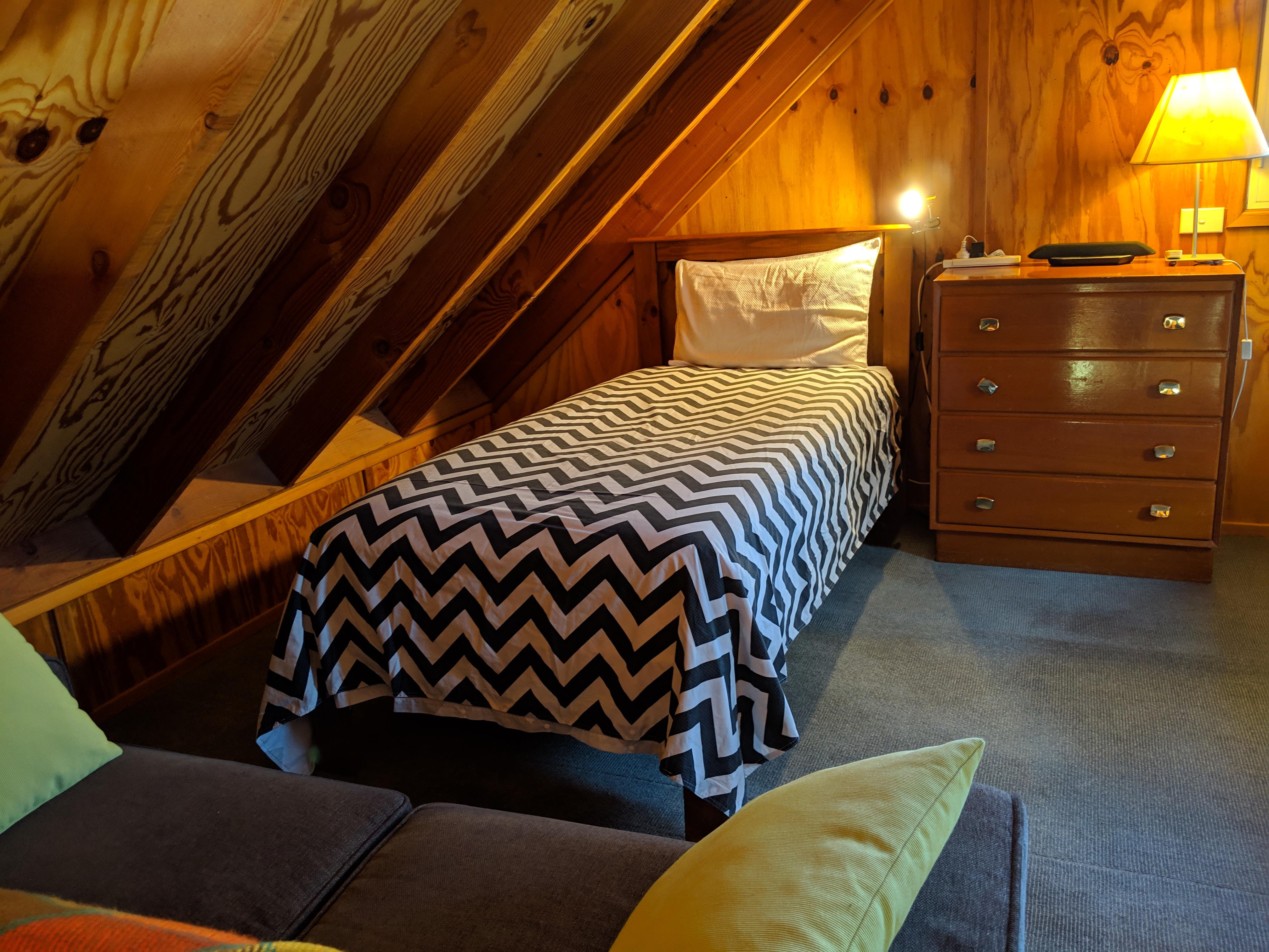 single ben in loft