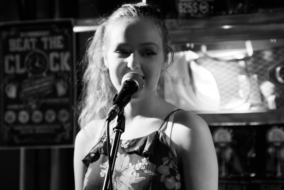 Megan - Jobin - Chanteuse