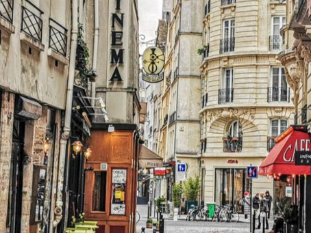 معاناة تجار باريس من انخفاض الموسم السياحي وغياب مواقف السيارات