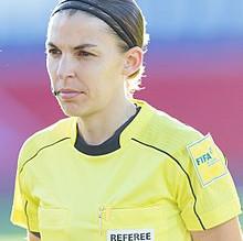 ستيفاني فرابارت أول سيدة تحكَم مباراة في دوري أبطال أوروبا.