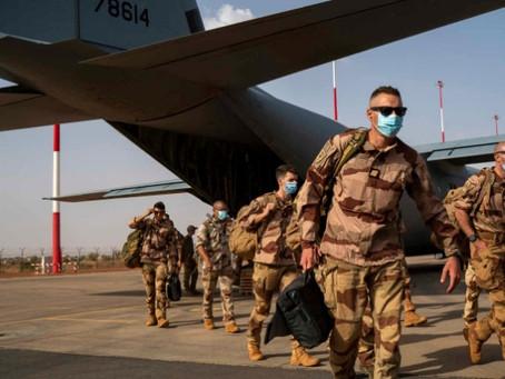 ماكرون: فرنسا ستسحب نصف جنودها من الساحل الإفريقي