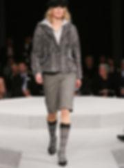 Dem Comeback Ihrer unmodernen Pelzjacke steht nichts mehr im Weg. Meistens ohne zusätzliches Material gestalten wir sie in eine modische Form, z.B in eine kurze Persianer Jacke, oder verwandeln sie in eine figurbetonte Weste.