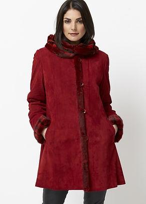 Pelz Innen - Leder oder Stoff aussen. Kombiniert mit leichten und witterungsbeständigen Stoffen oder Leder, verwandeln wir Ihren Pelz in einen modischen Mantel oder Jacke.