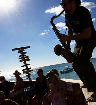 rhythms-blues-cruise-saxophone-playes.jp