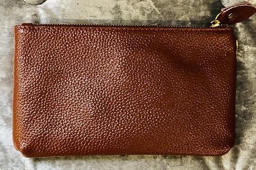 Leather wrist purse in brown