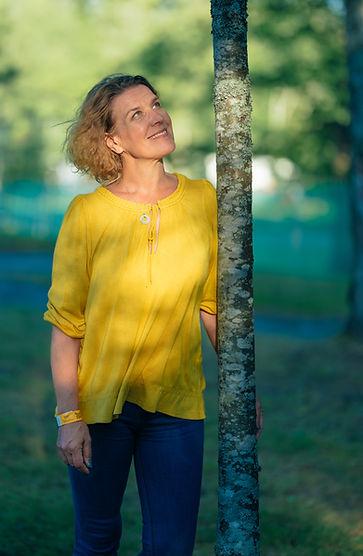 Laura keltainen paita.jpg