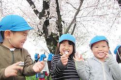桜と子供たち