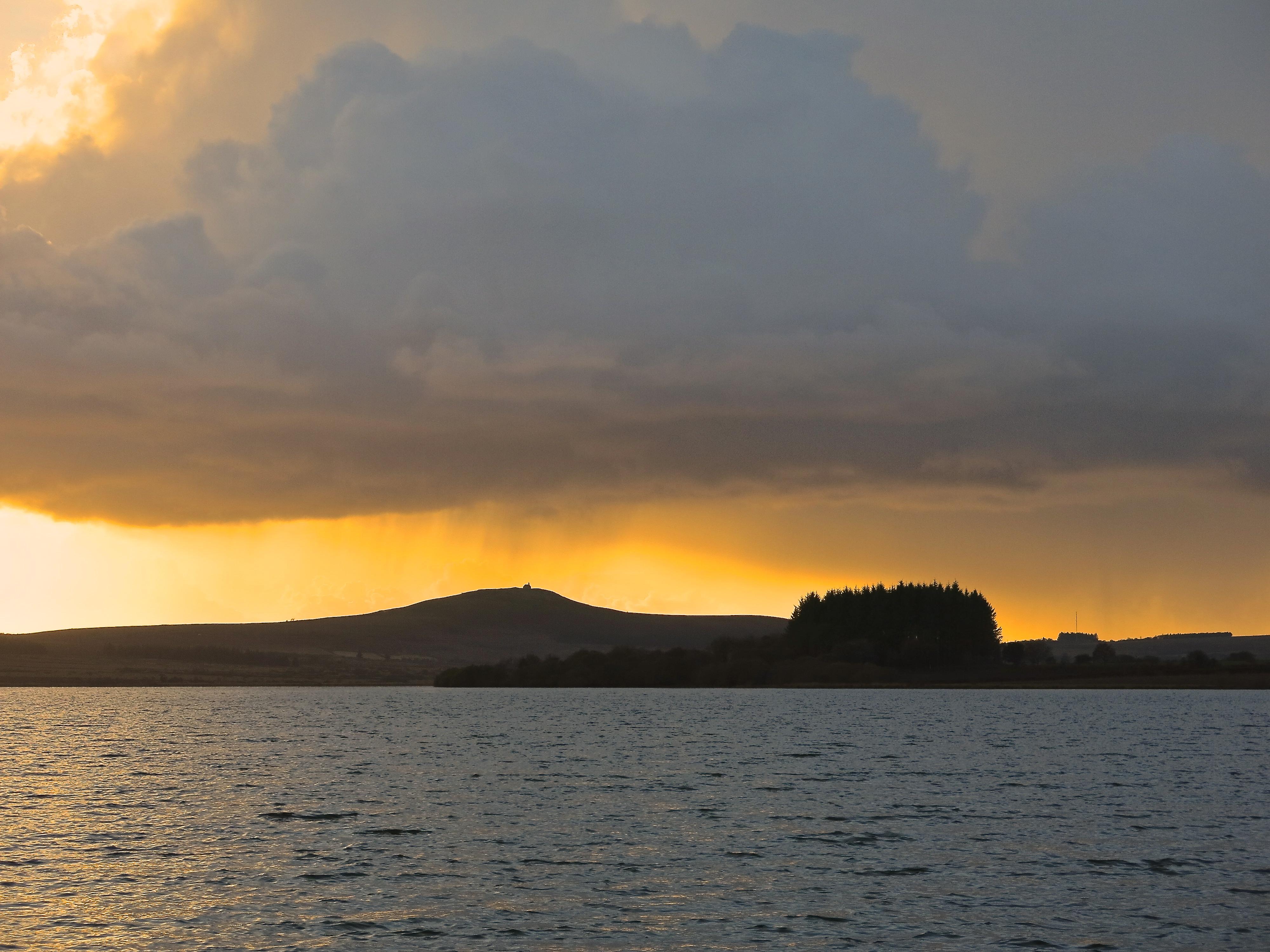 Lumière magique sur le lac
