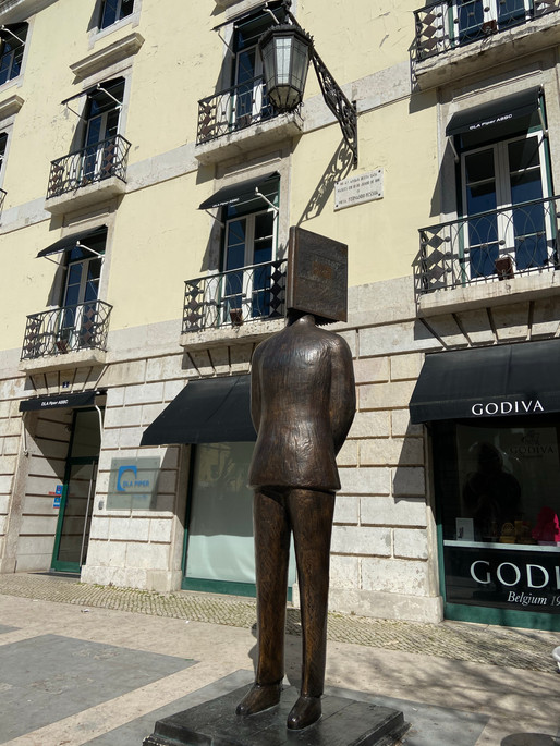 A walking tour through the life and work of Fernando Pessoa in Lisbon