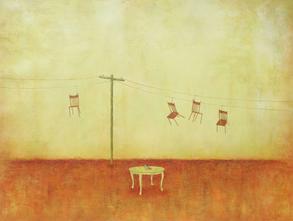 Hay sillas en el alambre