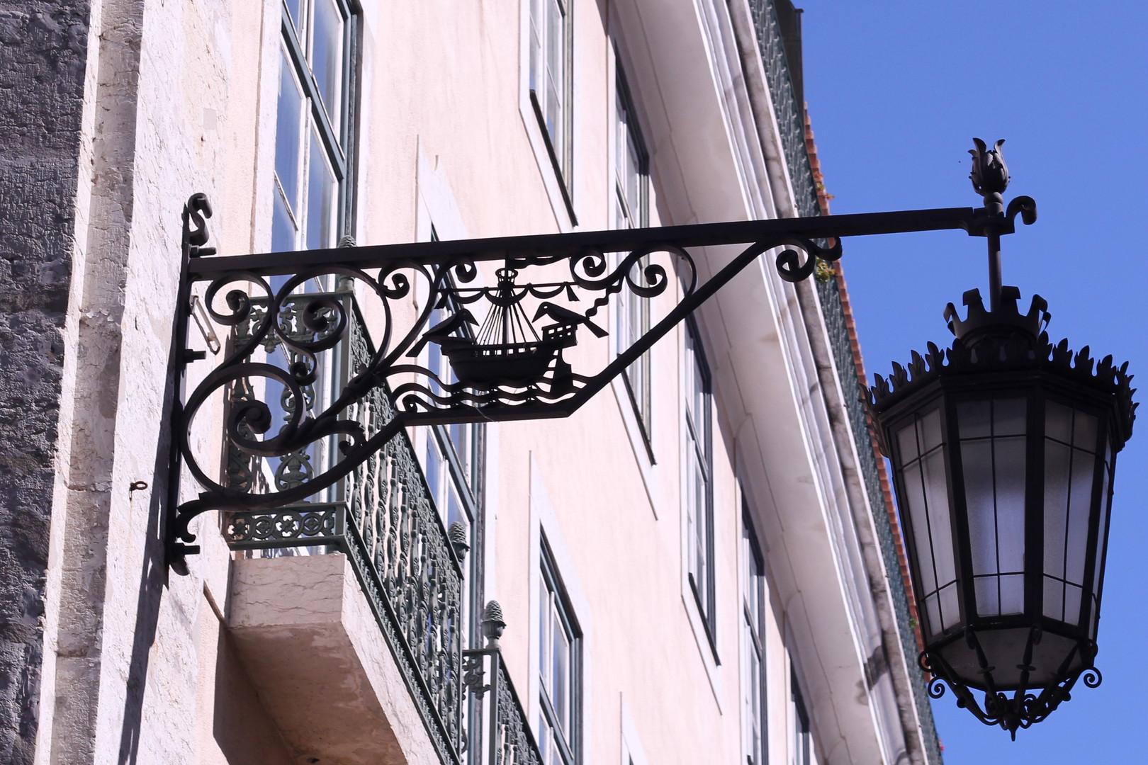 Lisbon_Street_Lamp.jpg