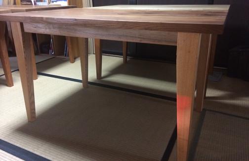 五色のテーブル完成しました。