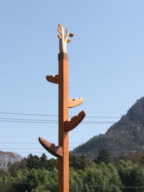 樹のコートハンガー