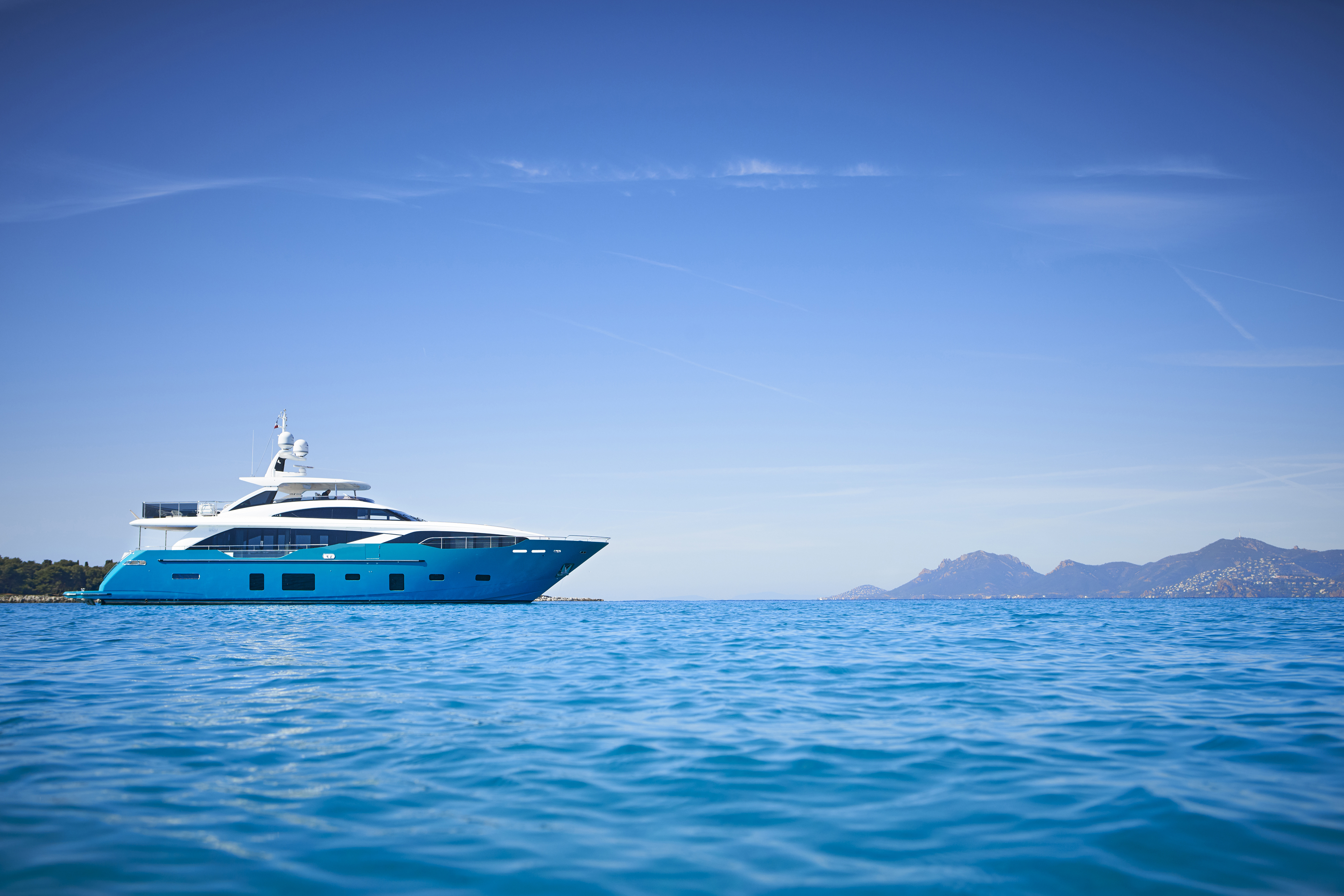 30m-exterior-turquoise-hull-my-anka-1 co