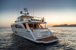 35m-exterior-white-hull-27b