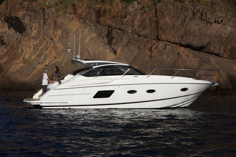 v39-exterior-white-hull-3