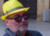 sarı şapka.jpg