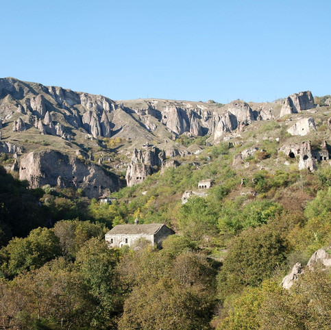 Khndzoresk,Hripsime-valley.jpg