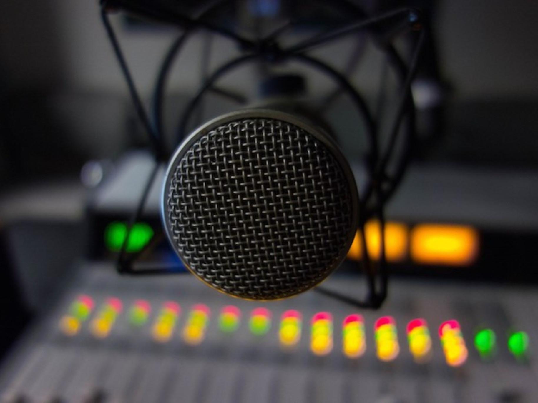 radio-consola-micrfono_edited_edited_edi