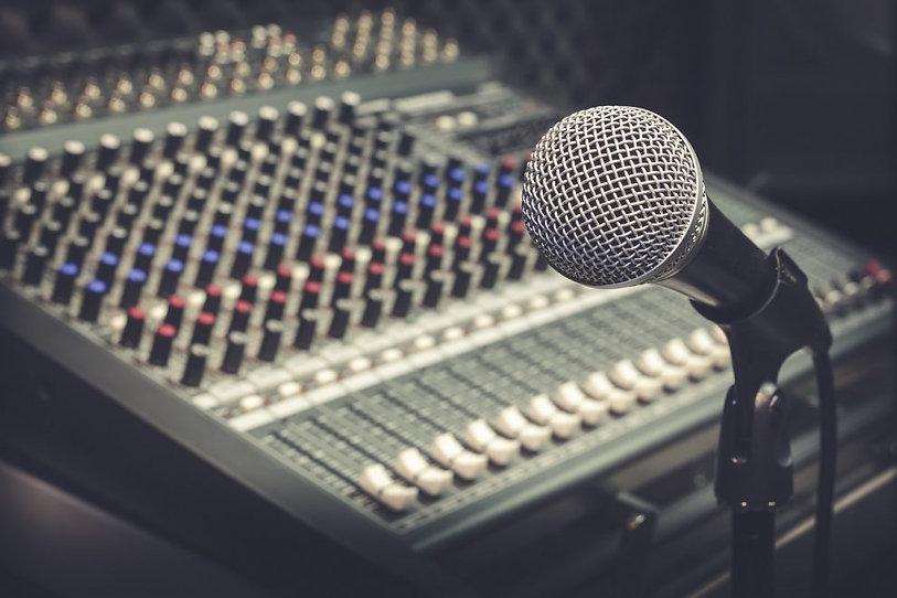 radio-studio-mic-990x660.jpg