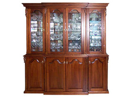 Display Cabinet with hand carved Arcanthus leaves