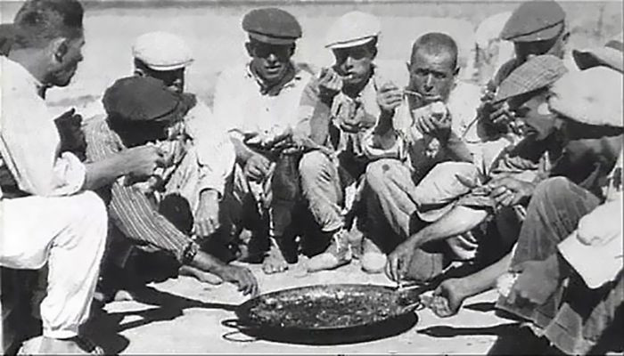 This is how we used to eat paella in the old days in Spain