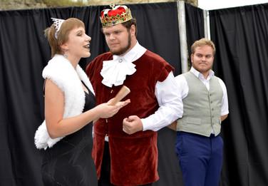 Princezna Viktorie (Pája Bišická), král Vilém (Marek Cimirot) a Jakub (Milan Galandák)