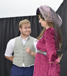 Jakub (Milan Galandák) a dvorní dáma (Aneta Cimirotová)