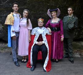 Jiřík (David Dobeš), princezna Lenka (Anita Bonková), král Rozumbrada (Marek Cimirot), dvorní dáma (Pája Bišická) a čert (Aneta Cimirotová)