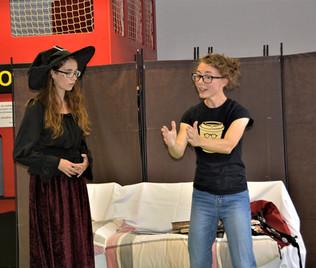 Koouzelnice Zina (Anita Bonková) a Veronika (Tereza Klabanová)