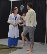Princezna Amélie (Anita Bonková) a únosci (Katka Šťastná a David Dobeš)