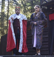 Král Rozumbrada (Marek Cimirot) a princezna Lenka (Anita Bonková)