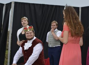 Princezna Viktorie (Pája Bišická), král Vilém (Marek Cimirot), Jakub (Milan Galandák) a Kateřina (Anita Bonková)