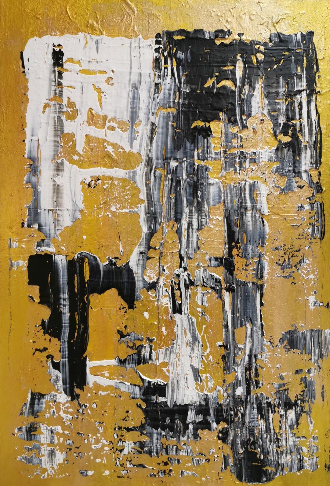 Cascade noire et blanche sur fond or