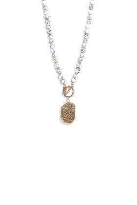 Envy Semiprecious Short Necklace With Gold Pendant