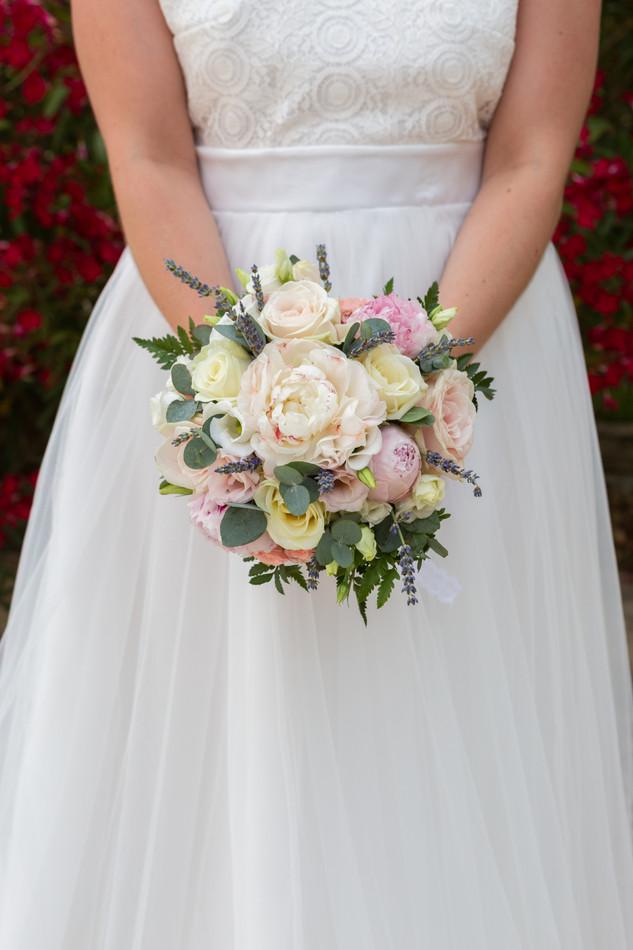 Robe sublimée par le bouquet