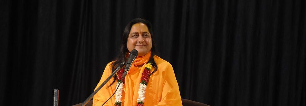 Raseshwari Devi Ji while giving spiritual discourse
