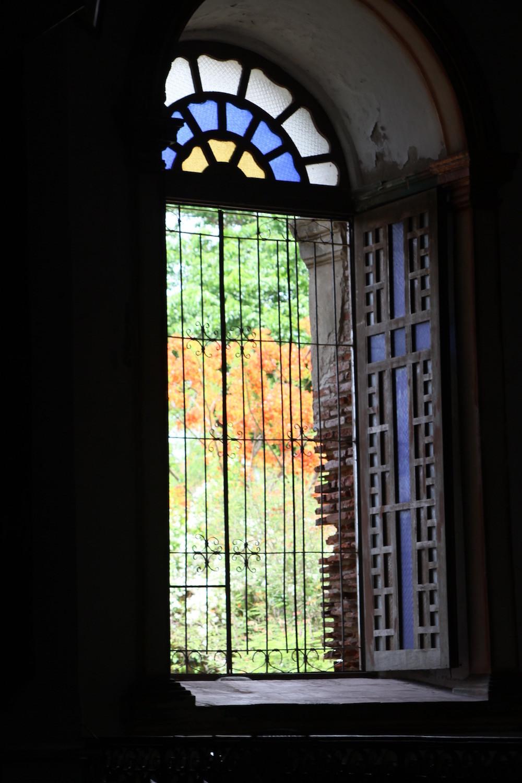 教会の大きな窓